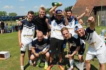 AMERICO BOYS nebo-li chataři z Kařízku nenašli přemožitele při sobotním turnaji v malé kopané. V základní skupině vyřídili všech pět soupeřů a ve finále přejeli FC Kařízek 4:1.