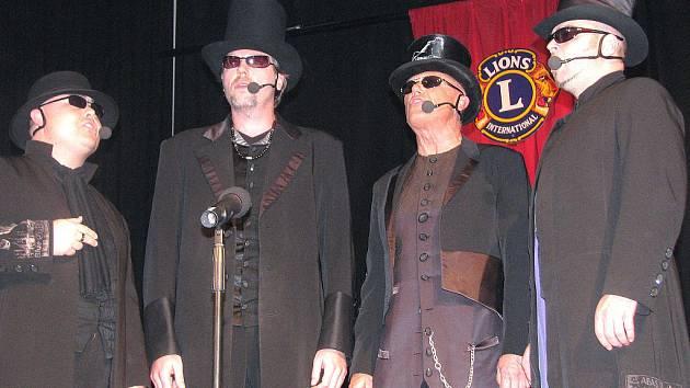 Čtyři pánové tvořící 4TET, to je Jiří Korn, Jiří Škorpík, David Uličník a Dušan Kollár, si podmanili svým zpěvem a svérázným humorem diváky v rokycanské sokolovně.