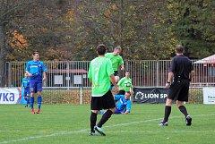 Sudí Martin Valenta dorazil k zápasu 1. A třídy mezi rezervou Rokycan a Nepomukem z Tachovska.