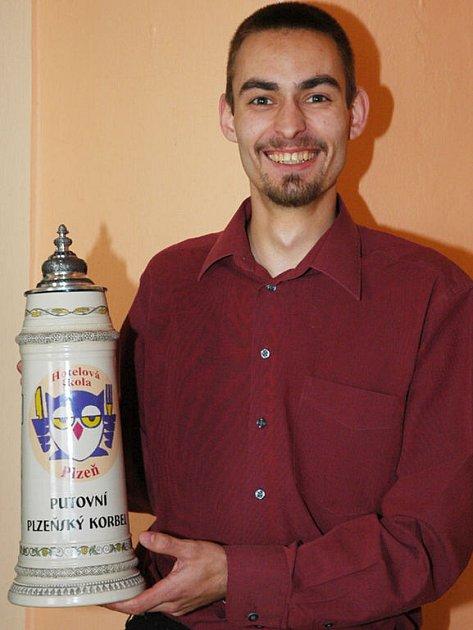 Miloslav Sedláček, žák Středního odborného učiliště v Jeřabinové ulici, se na rok stal držitelem putovního poháru krajské soutěže Plzeňský korbel.