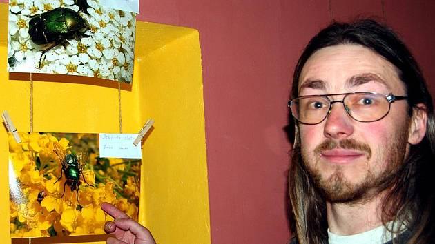 Daniel vystavuje v čajovně. S expozicí Živá zahrada se prezentuje Daniel Opatrný z Holoubkova v rokycanské čajovně (proluka v Palackého ulici), a to až do konce ledna.