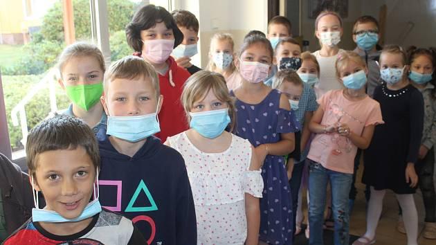 V Hrádku na Rokycansku je přihlášeno 224 školáků. Prvňáčci obsadili jednu třídu. Je jich dvaadvacet. Ilustrační foto.