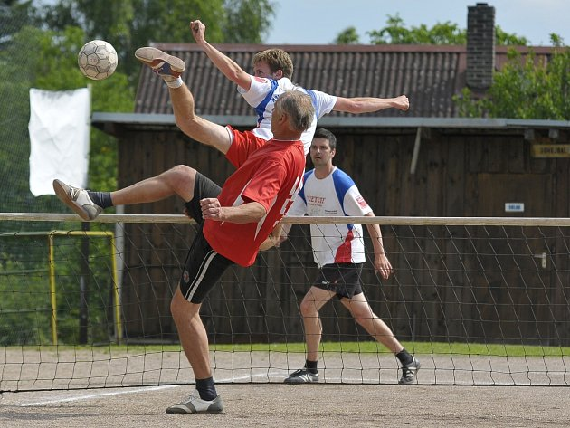 Vzpomínkový turnaj na místní hráče nohejbalu byl už třináctý. V posledním zápasu se utkaly Háje a Pavlovsko G.