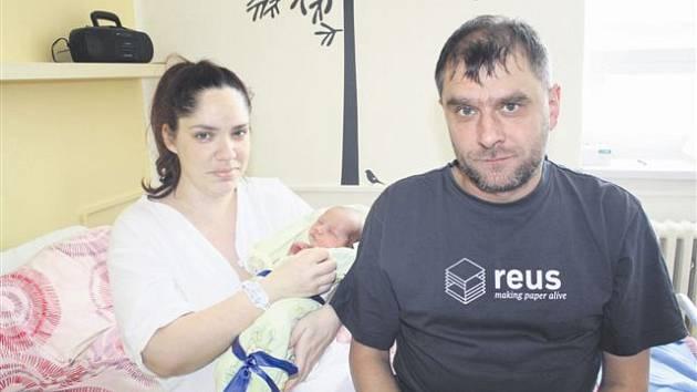 Ondřej DOSTAL z Plzně se na sále rokycanské porodnice narodil 25. března ve 12 hodin a 51 minut. Rodiče Petra a František věděli dopředu, že jim napoprvé čáp přinese malého chlapečka. Malý Ondra vážil při narození 3010 gramů, měřil 48 cm.
