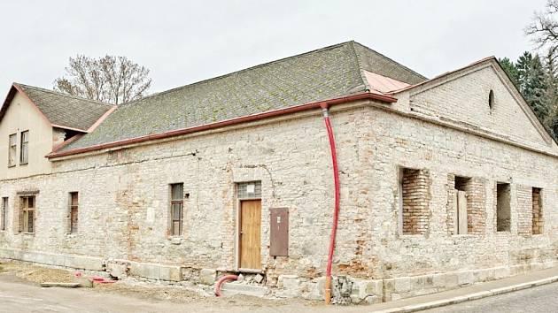 V téhle budovy bude zanedlouho fungovat další regionální pivovar. Obyvatelé se už teď teší.