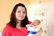 ANTONÍN BALÁK z Mlečic bude mít ve svém rodném listu datum narození 4. ledna 2017. Přišel na svět devatenáct minut po poledni. Manželé Jana a Vladimír už mají doma prvorozenou Kristýnku (4 roky). Malý Toník se narodil s mírami 3450 gramů a 49 cm.