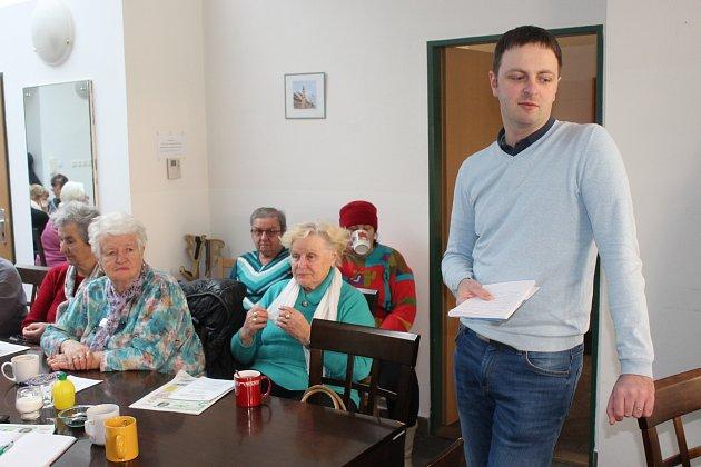 KE DŘÍVE NAROZENÝM obyvatelům Rokycan promluvil včera odpoledne v Zeleném domě Jakub Šebek. Na jeho výklad vzápětí navázala Zdeňka Blažková.