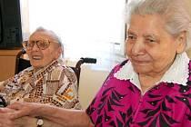 Anastázie Plesková (vpravo) oslavila 102 let.
