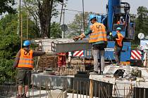 Výstavba mostu v Bezděkově