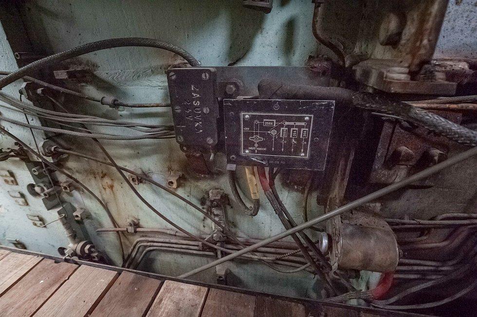 pojistky, rozvody elektřiny uvnitř tanku.