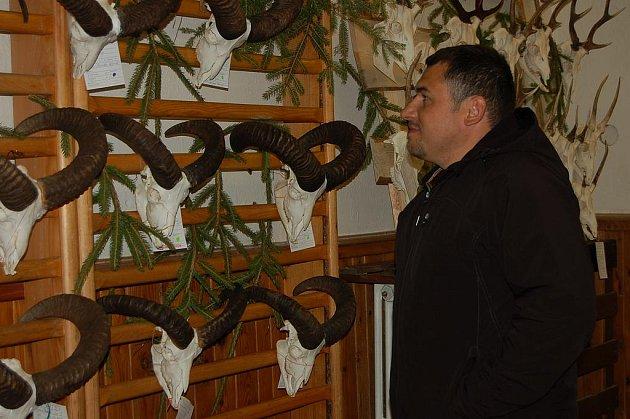 Myslivecká prezentace. Trofeje za rok 2010 byly vystaveny tři dny v areálu lesnického a zemědělského učiliště v Rokycanech.  Představitelé okresního spolku si pochvalovali výtečnou spolupráci s vedením školy.