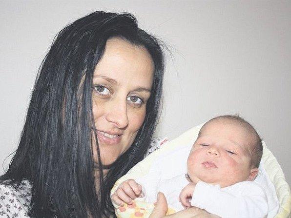 Magdalena ANDREJSKOVÁ z Plzně se narodila 12. prosince v půl druhé odpoledne. Manželé Veronika a Erik znali pohlaví svého druhého dítěte dopředu. Doma už mají prvorozeného syna Matěje (5 let). Malá Magdalenka vážila při narození 3670 gramů, měřila 49 cm.