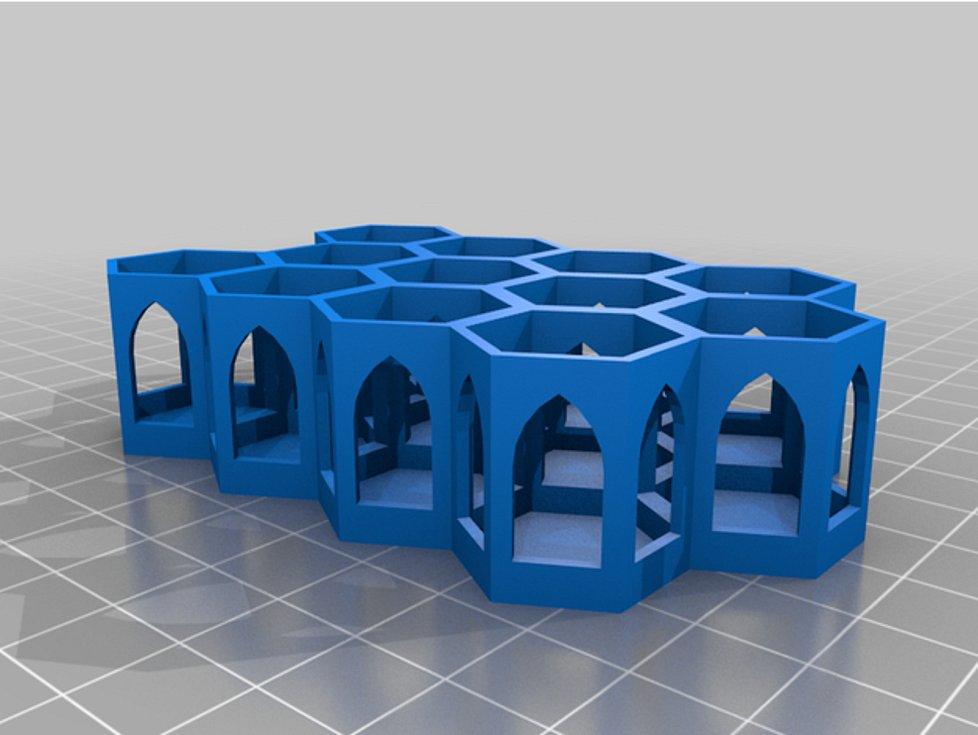 Rokycanská nemocnice vyřešila problém s nestabilní vakcínou, má držáky z 3D tiskárny.