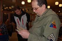 Burza v sokolovně.  Filatelisté z Rokycan pozvali v sobotu začínající i pokročilé sběratele do sokolovny.