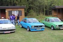 Sraz majitelů vozidel Opel a jejich plechových miláčků.
