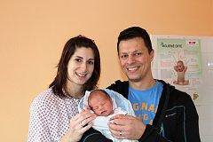MATEAS ŠEFL z Tymákova bude mít ve svém rodném listu datum narození 29. listopadu. Přišel na svět v 18 hodin a 11 minut. Manželé Jana a Michal věděli dopředu, že jejich první dítě bude chlapeček. Malý Mateas vážil rovných 3500 gramů, měřil 50 cm.