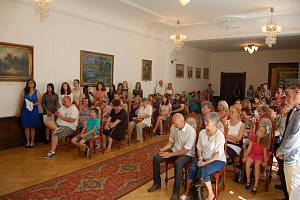 Slavnostní vyřazení žáků devátých tříd základní školy TGM v Rokycanech.