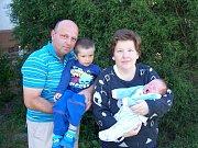ŠTEFAN KOCŮR Z DOBŘÍVA se narodil 11. května ve Fakultní nemocnici v Plzni na Lochotíně. Přišel na svět deset minut před čtvrtou odpoledne. Manželé Jana a Štefan věděli dopředu, že i jejich druhý potomek bude chlapeček. Míry 3950 g, 50 cm.