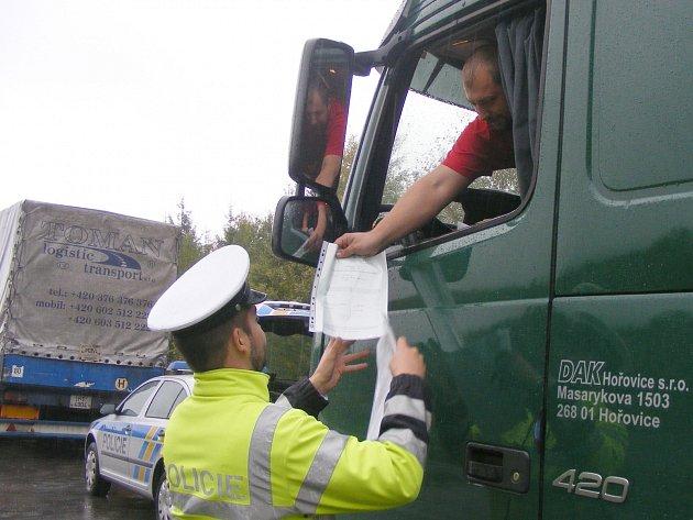 OCHRÁNCI ZÁKONA během uplynulého týdne zkontrolovali nákladní automobily.