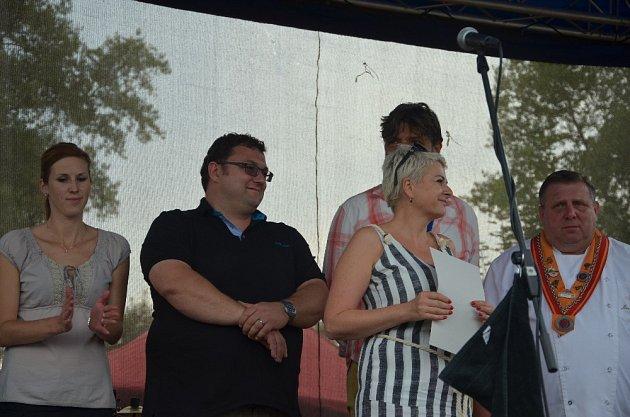 Slavěna Milnaříková (na snímku v popředí) s odbornou porotou při vyhlašování vítězů.