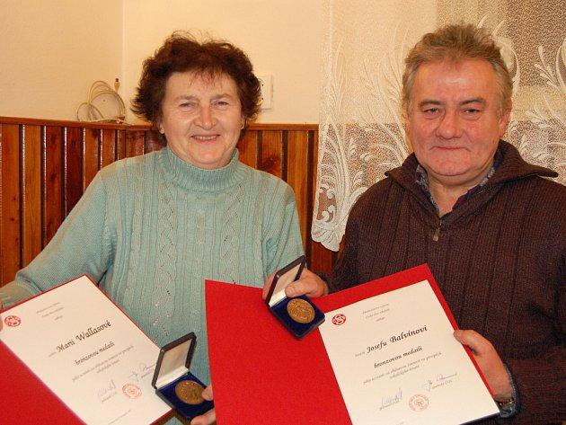 Významná tělovýchovná vyznamenání přebírali dva dlouholetí členové TJ Sokol Kamenný Újezd Marie Wallasová a Josef Balvín.