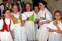 V neuvěřitelnou přehlídku krojů se proměnila IX. přehlídka dětských folklórních seskupení v Hrádku.