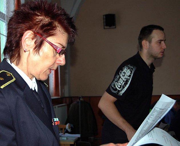 Kařezské jednání starostů SDH obnášelo informaci o rozpočtu na rok 2011 v podání pracovnice sekretariátu OSH Věry Sedláčkové.