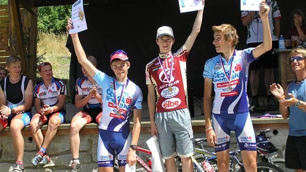 Daniel Lukeš (uprostřed) ze stupenského klubu byl nejlepším kadetem při závodě horských kol v Řepici na Strakonicku. jednalo se o další část Jihočeského poháru.