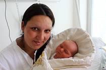 ANDREA ŠAŠKOVÁ z Vranovic se narodila 9. července v 15 hodin a 22 minut. Manželé Silvie a Miloslav věděli dopředu, že i jejich druhé dítě bude holčička. Doma už mají prvorozenou Julinku (2,5 roku). Malá Andrejka vážila při narození 3650 g, měřila 49 cm.