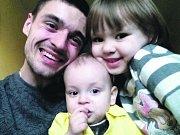 MYKOLA SHURUTA s dětmi.