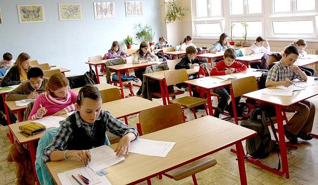 Žáci pátých tříd Rokycanska se včera, 26. dubna, snažili uspět u přijímacích zkoušek do primy  gymnázia.  Sešla se jich padesátka, ale míst bylo pouze třicet.