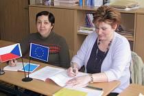 Školení češtinářů se zúčastnily také Hana Janková a Eva Sobotková (zleva) z Hrádku.