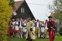 Průvod za celý den prošel celou obec. V pšt hodin zakončil pochod na prostranství před místní restaurací.