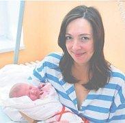Dorotka KOUTSKÁ z Rokycan si poprvé zakřičela na sále rokycanské porodnice 27. prosince. Narodila se v šestnáct hodin a šest minut. Manželé Dana a Zdeněk věděli dopředu, že jejich druhé dítě bude holčička. Dorotka vážila 3530 gramů, měřila 49 cm.