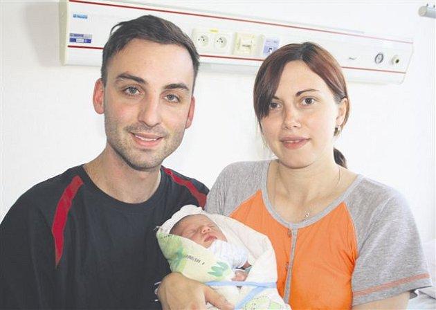 Mikuláš ŠVEHLA ze Strašic se narodil 5. září ve 13 hodin a 42 minut. Manželé Jitka a Aleš věděli, že i jejich druhé dítě bude chlapeček. Doma už mají prvorozeného syna Daniela (2 roky). Malý Mikuláš vážil při narozené 2990 gramů, měřil 48 cm.