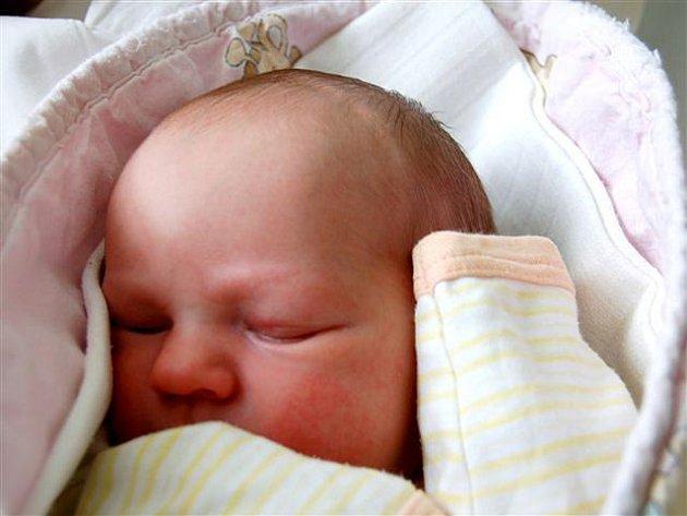 Anežka Drtinová z Rokycan si poprvé zaplakala na sále rokycanské porodnice 7. června ve čtvrt na jedenáct dopoledne. Anežka vážila při narození 2900 gramů.