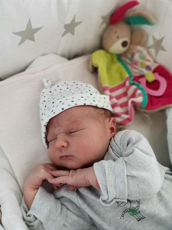 Antonín Utler z Plzně se narodil 16. července v 9:16 hodin v plzeňské FN (4020 g, 51 cm) rodičům Jiřině a Pavlovi. Doma na brášku čekala Anička, které budou v září tři roky.