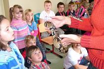 Děti prokázaly svoji odvahu. V rámci projektu Zelená pro život školáčci poznávali i cizorodá zvířata. Jedním z nich je také hroznýš královský, který patří mezi škrtiče.