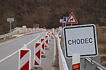 Opravy mostu v Liblíně jsou v plném proudu.
