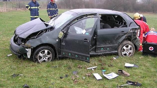 Na dálnici D5 v úseku Mýto – Svojkovice havarovalo v pondělí ráno osobní vozidlo.