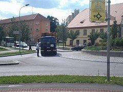 Na kruhovém objezdu u Železné se porouchal kamion. Doprava v centru zkolabovala.