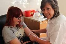 Prvodárci krve na rokycanské transfúzní stanici.