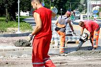 Kotelská ulice v Rokycanech  změnila  svou podobu od základu. Součástí jsou i nové chodníky a stání pro auta.