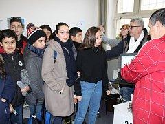 MLADÍ ALŽÍŘANÉ navštívili při dvanáctidenním pobytu v okrese i redakci Rokycanského deníku.