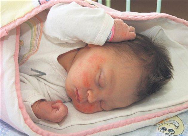 Ludmila SKALOVÁ z Volduch si pro svůj příchod na svět vybrala datum 21. května. Narodila se hodinu a šest minut po půlnoci. Manželé Květoslava a Jan se nechali pohlavím svého prvního dítěte překvapit až na porodní sál. Malá Ludmilka vážila při narození 34
