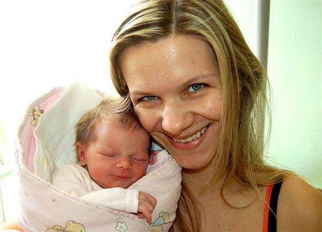 Martina Rumlenová z Mariánských Lázní se narodila 27. března v 15 hodin a 15 minut.  Martinka vážila při narození 2750 gramů, měřila 47 cm.