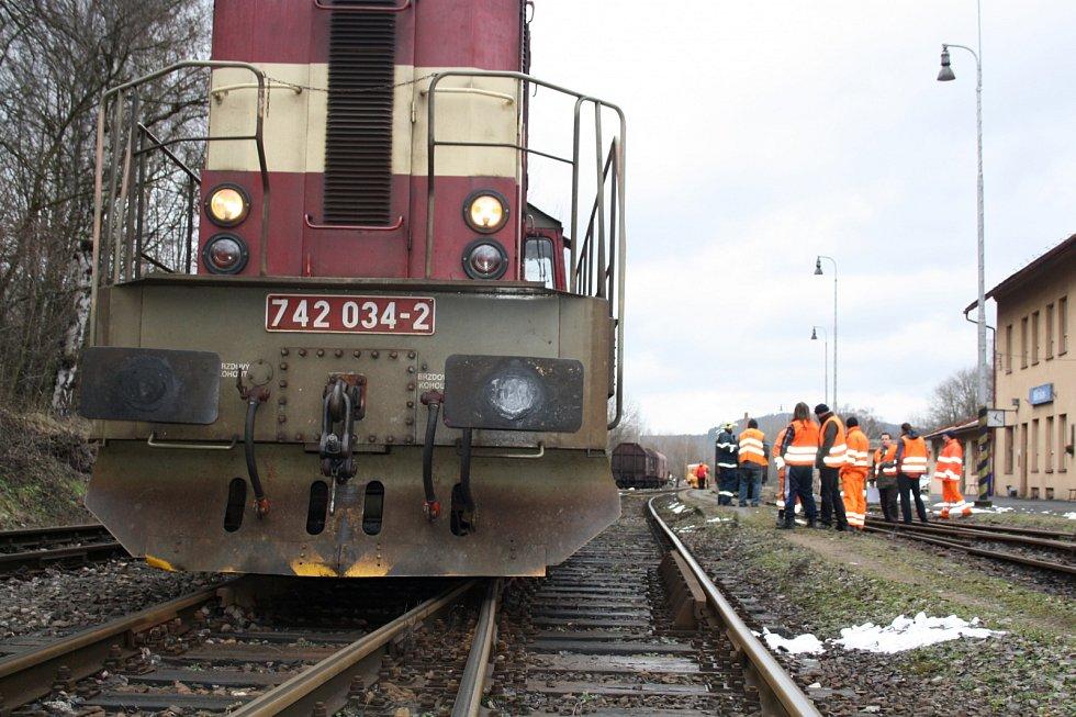 Srážka osobního vlaku s nákladním.