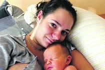 MATĚJ TITL z Mirošova se narodil 13. září brzy ráno, ve tři hodiny a dvacet jedna minut. Maminka Nikol a tatínek Matěj, který byl u porodu pomáhat, věděli dopředu, že jejich první dítě bude chlapeček. Malému Matýskovi sestřičky navážily 4050 g, míra 52 cm
