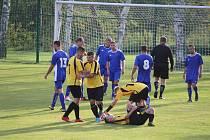 Hráči Studánky (v modrém) vydřeli v Krchlebech (ve žlutém) dva body.