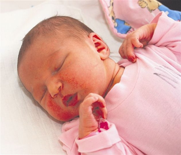 Valentina MAJEROVÁ z Dobříva se narodila 20. června v 15 hodin a 51 minut. Maminka Renáta věděla, že její první dítě bude holčička. Malá Valentínka vážila při narození 3630 gramů, měřila 51 cm.
